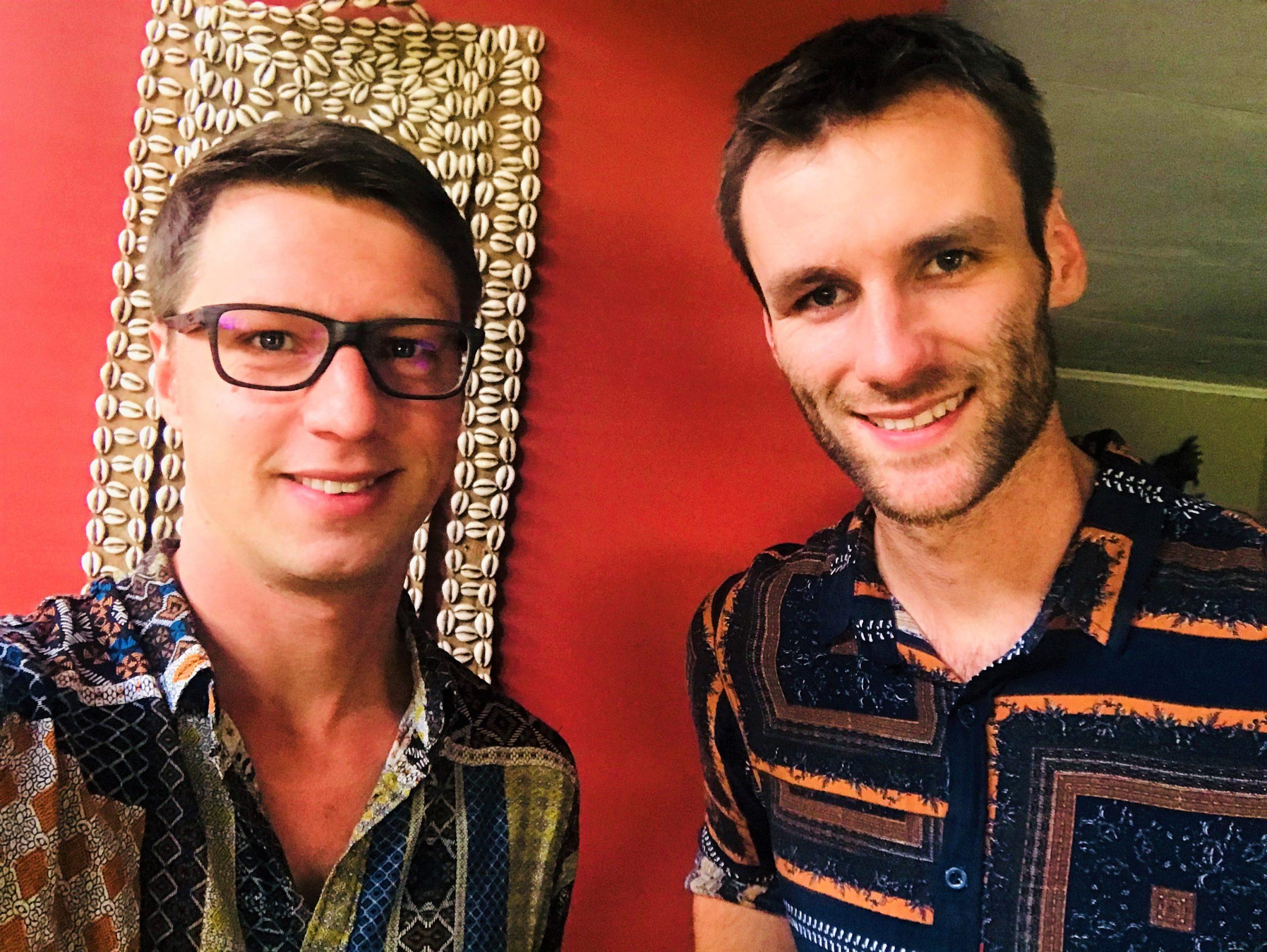 Dilo en Hessel bij Africa House