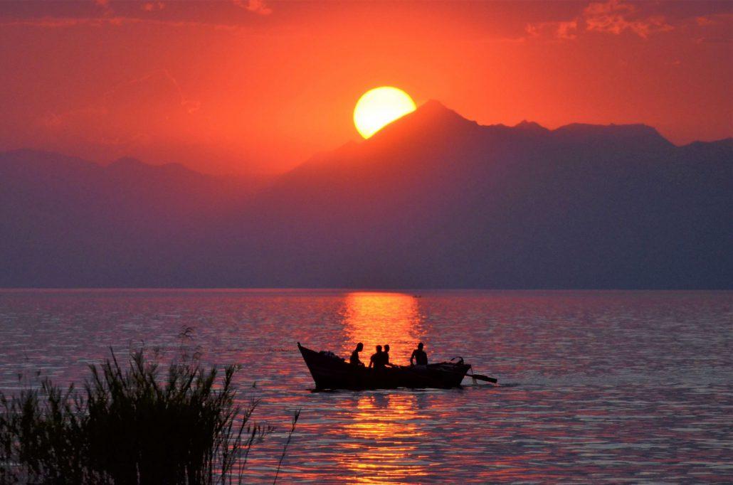 Zonsondergang over het Malawimeer