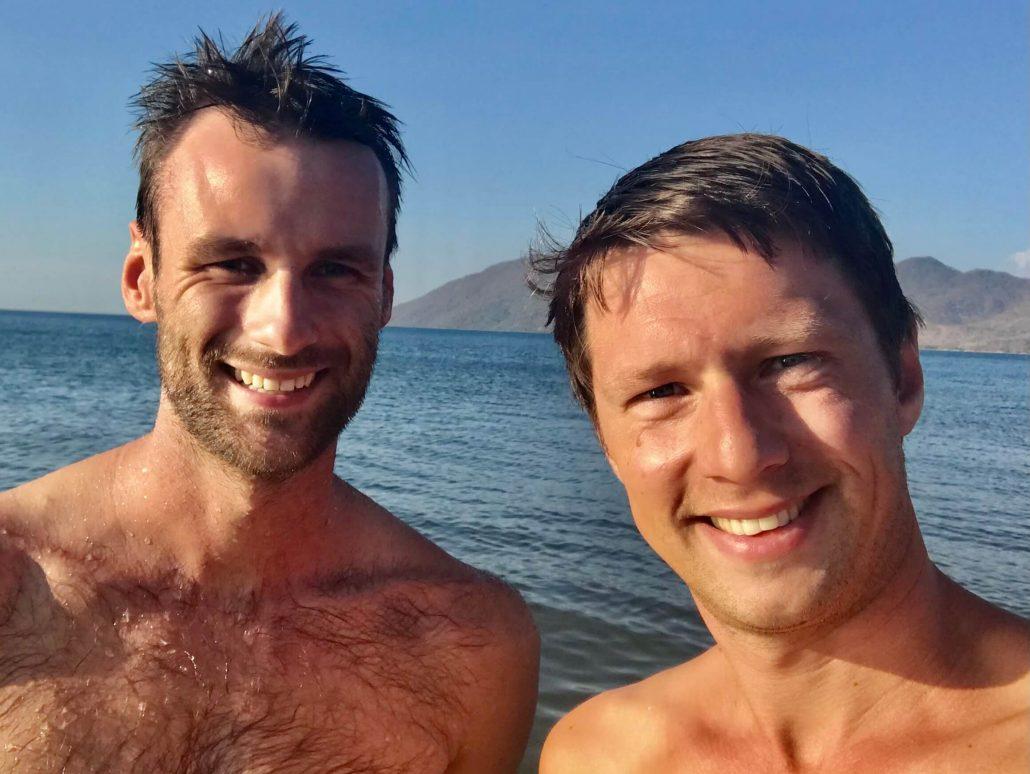Hessel en Dilo aan het zwemmen