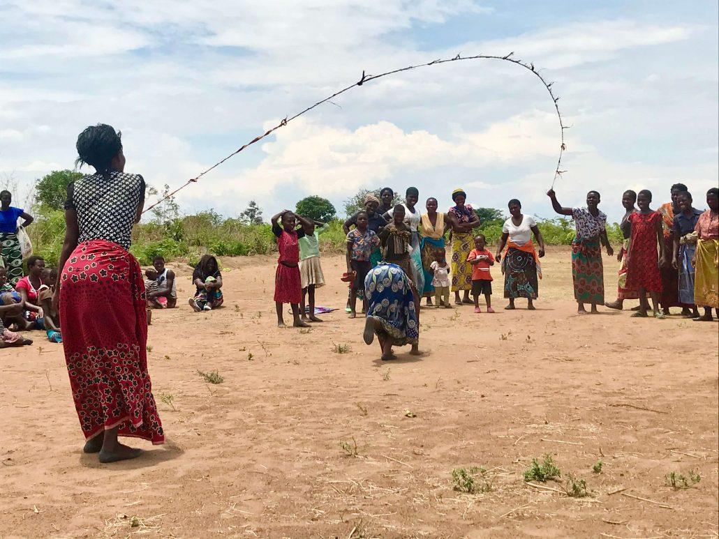 Homestays in Malawi met touwtje springen