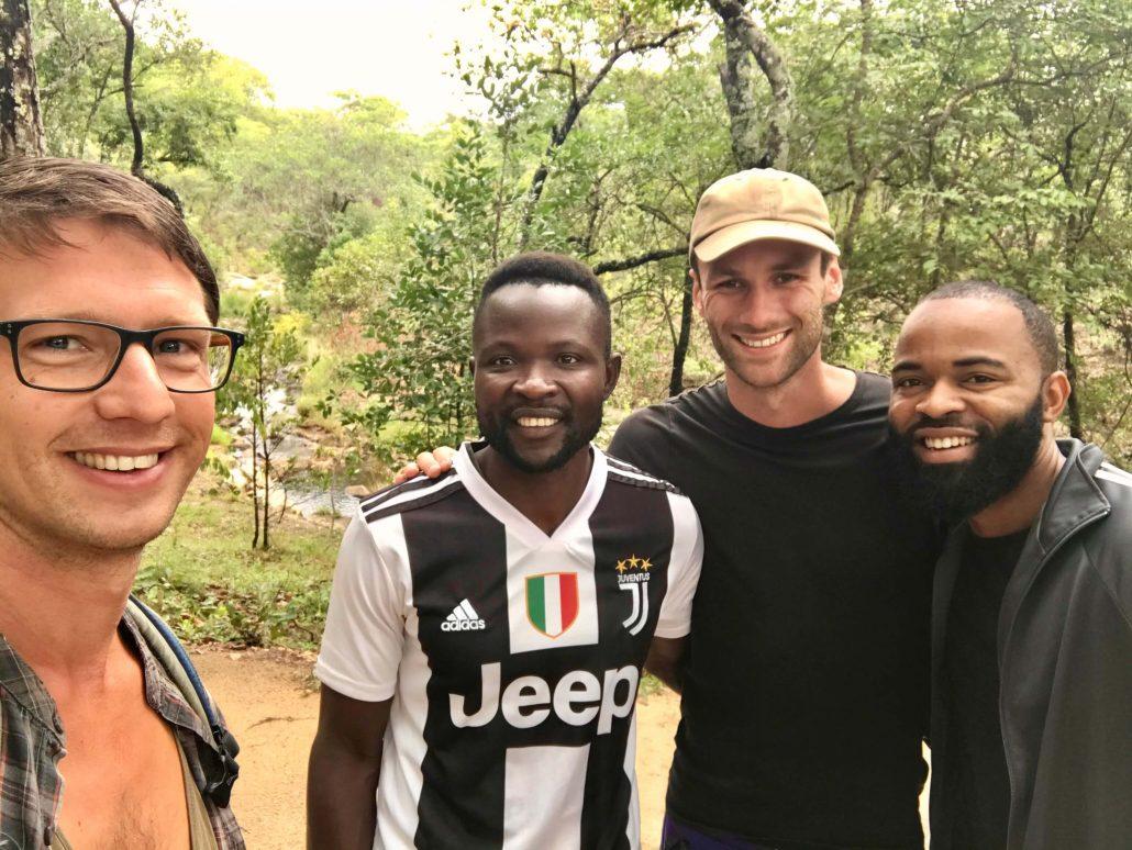 Dilo, Howard, Hessel en Armel op een hike